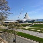 Milwaukee Art Museum: From O'Donnell Park, MOM is beautiful, even with the Burke Brise Soleil closed. It appears to be resting. (Photo credit: Suzanne Ball. All rights reserved.)