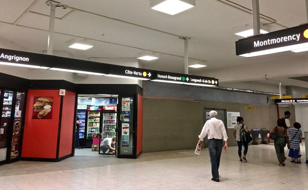 Metro Subway: Once past the gate, you'll often find a shop or kiosk selling coffee, snacks and newspapers. There are also signs indicating which way to go for the different lines. (Photo by Suzanne Ball. All rights reserved.)
