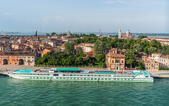 """2019 Travel Trends: River cruising is the """"new"""" way to see the world!"""