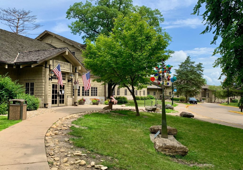 Starved Rock Lodge was built in the 1930s as one of the Civilian Conservation Corps Projects. It was my where I had my first post-pandemic getaway.