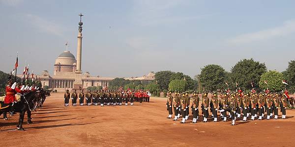 http://i.ndtvimg.com/mt/2012-12/rashtrapati_bhavan_change_of_guard_600.jpg