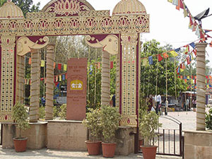 http://www.indiamike.com/india/attachments/11360d1253092436-beware-dilli-haat-versus-delhi-haat-dilli-haat-gate.jpg