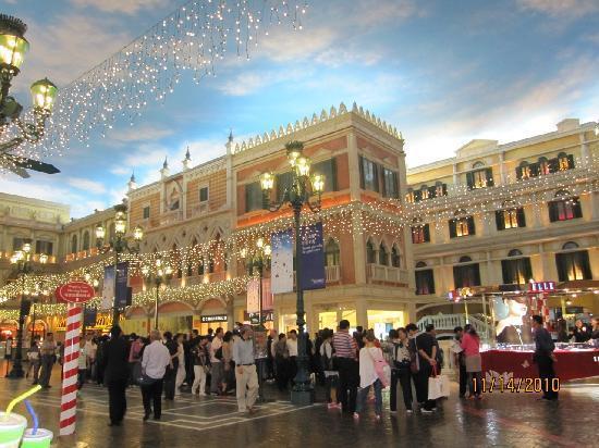 http://media-cdn.tripadvisor.com/media/photo-s/01/b8/5d/9e/shopping-area-and-the.jpg