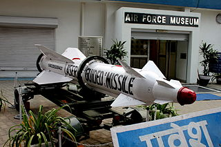 https://upload.wikimedia.org/wikipedia/commons/thumb/f/f4/Entrance_to_Air_Force_Museum%2C_Palam%2C_New_Delhi.JPG/320px-Entrance_to_Air_Force_Museum%2C_Palam%2C_New_Delhi.JPG