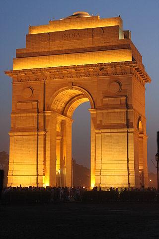 https://upload.wikimedia.org/wikipedia/commons/thumb/0/08/India_Gate_illuminated.jpg/320px-India_Gate_illuminated.jpg