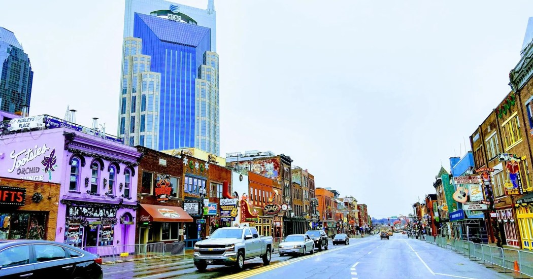 Broadway street in Nashville with many bars.