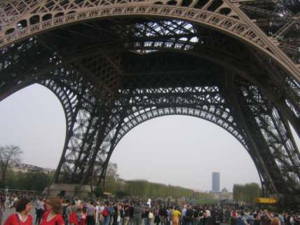 Check out the crowds under the Eiffel Tower
