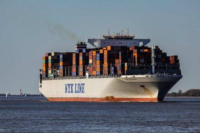 viaggiare su navi cargo: pro e contro