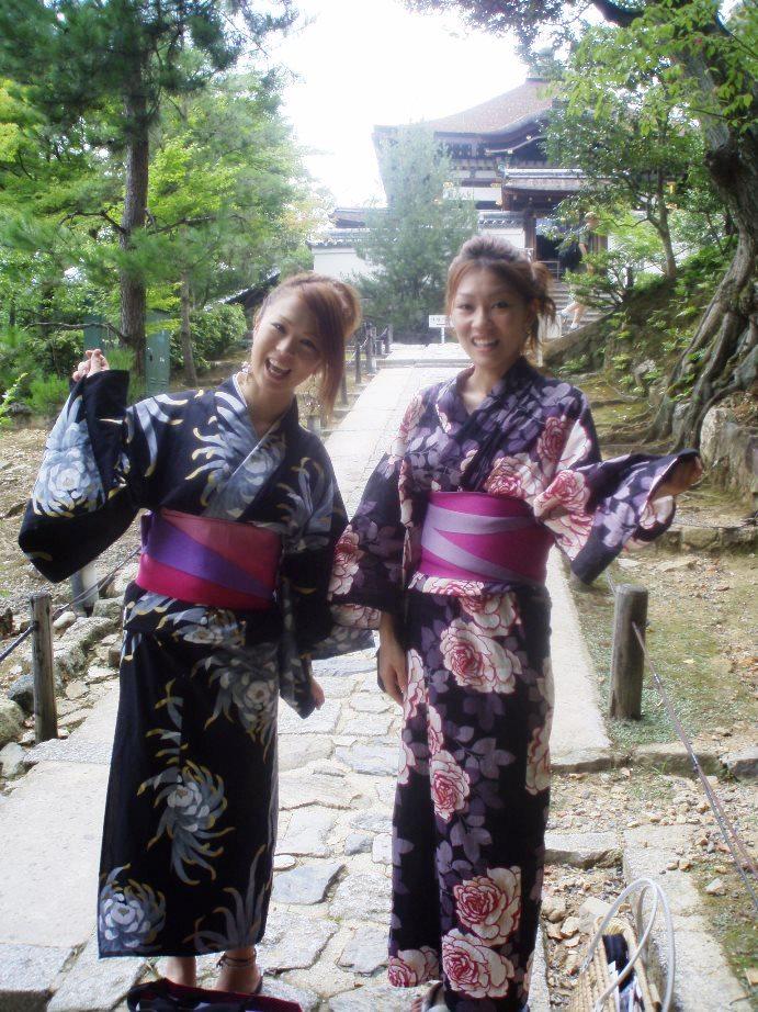 Japanisches mädchen, das ausländer datiert