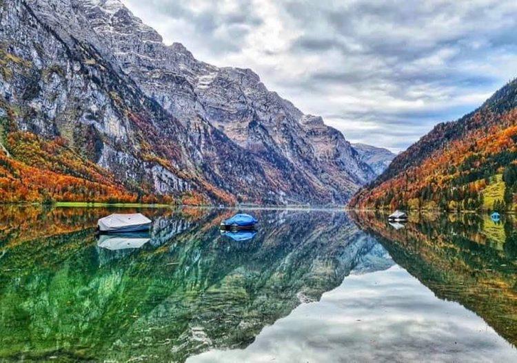 Three stunning Swiss lakes to see in Autumn - Klöntalersee