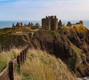coastal clifftop castles in scotland dunnottar