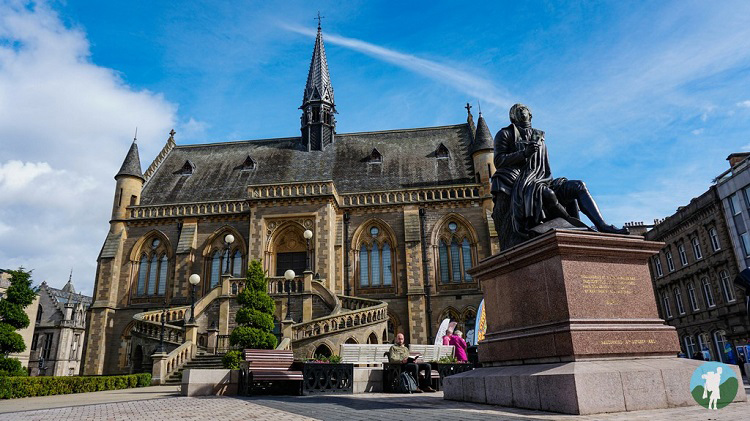 what's on dundee mcmanus galleries