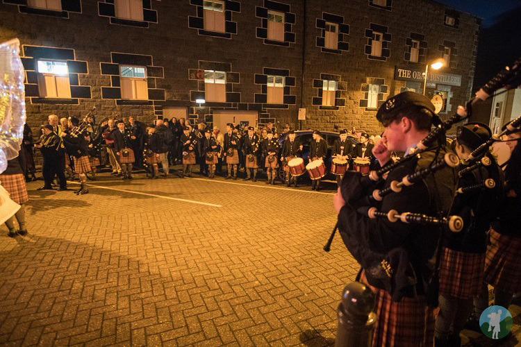oban winter festival bagpipes kilts