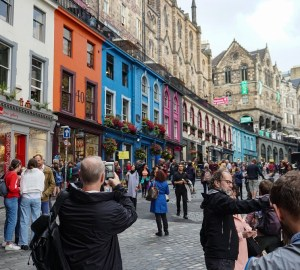 fringe festival edinburgh crowds