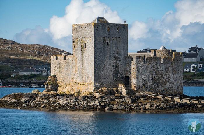 kisimul castle scottish island holidays