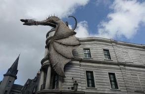 1.1434217730.gringotts-bank-with-the-fire-breathing-dragon