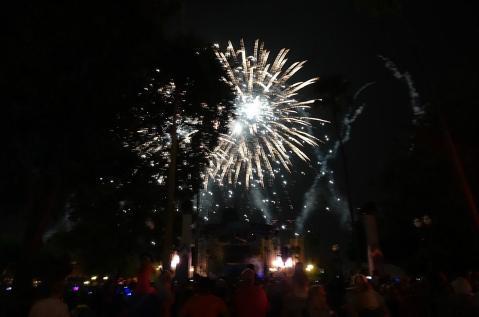 1.1436400629.frozen-fireworks