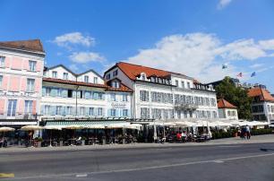 4.1441987980.hotels-along-the-shoreline
