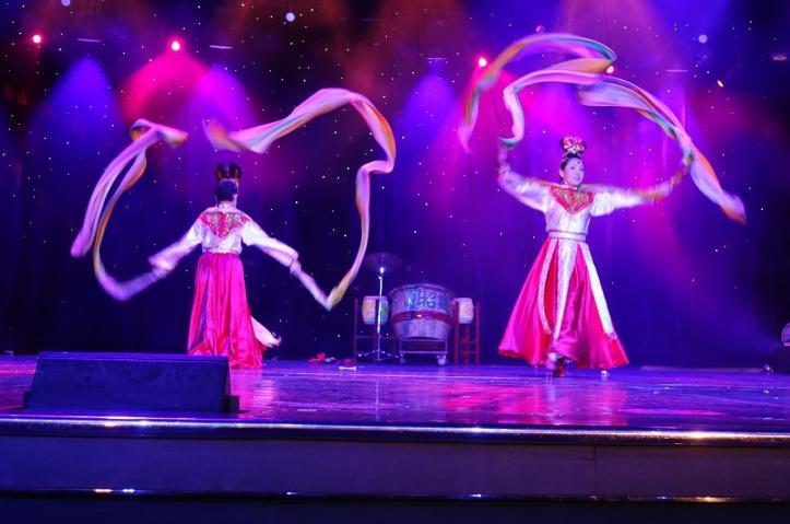 3.1458344457.ribbon-dancers