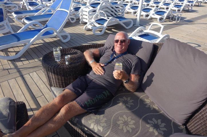 3.1460590041.bob-enjoying-his-g-t.jpg