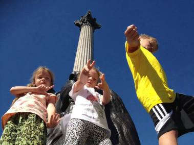 Lottie, Leon and Frida at Nelsons Column in London