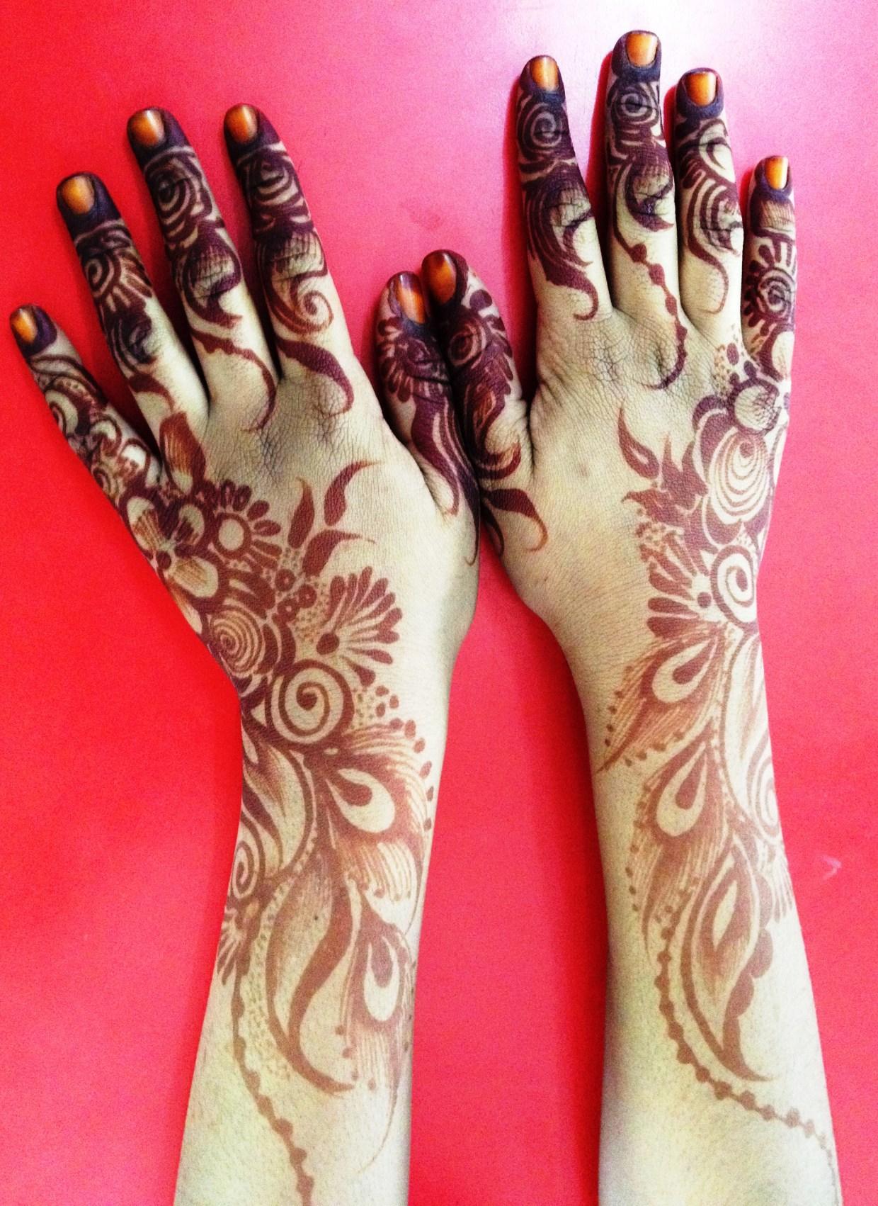 Nassra's beautiful mehndi hands