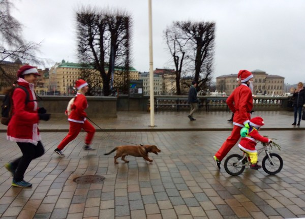 Jogging past the Swedish Parliament in the Stockholm Santa Run 2018