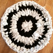 Table mat made from recycled clothes