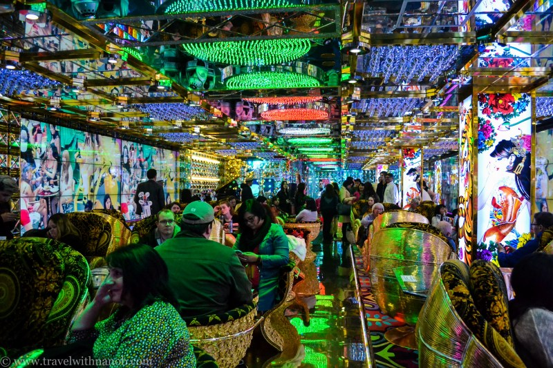 robot-restaurant-tokyo-11