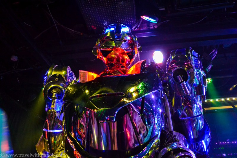 robot-restaurant-tokyo-26