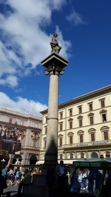 The sole surviving witness to the old piazza del Mercato is the Colonna della Dovizia or Colonna dell'Abbondanza (Column of Abundance, re-positioned in 1956) on a stepped base.