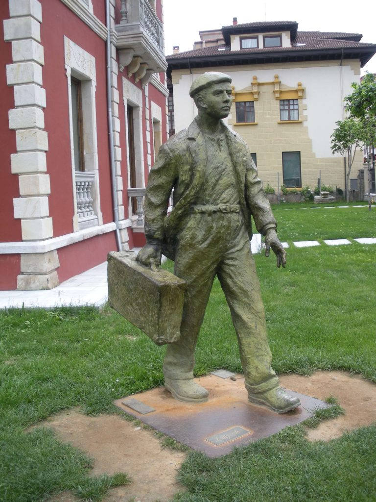 Statue of Emigrant who left Asturias