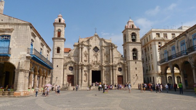 Cathedral Plaza has Wi-Fi in Cuba