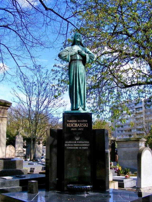 Père Lachaise Cemetery a f