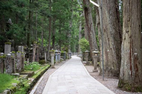 Okunoin cemetery japan cemetery