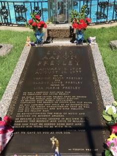 Elvis grave 1-2 2