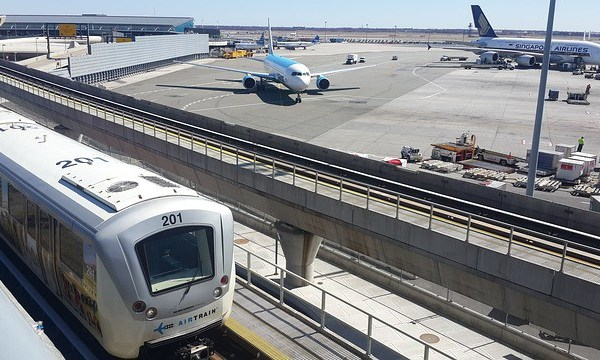 how to get from Manhattan to JFK