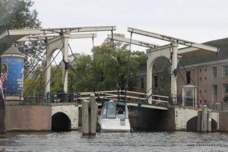 traditional raisable bridge