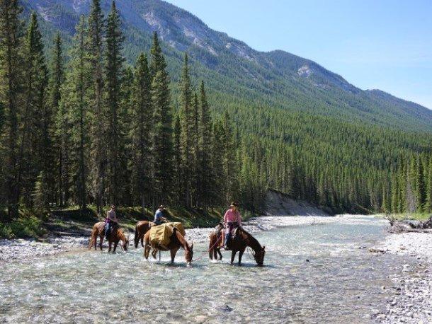 Banff tourist attractions horseback riding