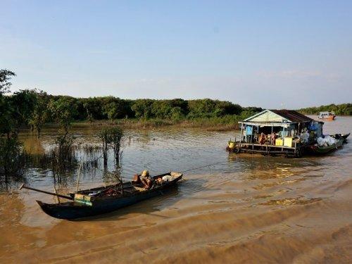 House moving on Tonle Sap Lake Camodia