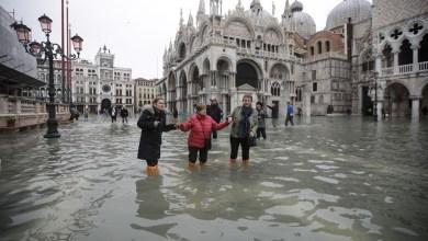 Photo of بالصور – أعلى مدّ في نصف قرن : البندقية تغرق تحت الامطار