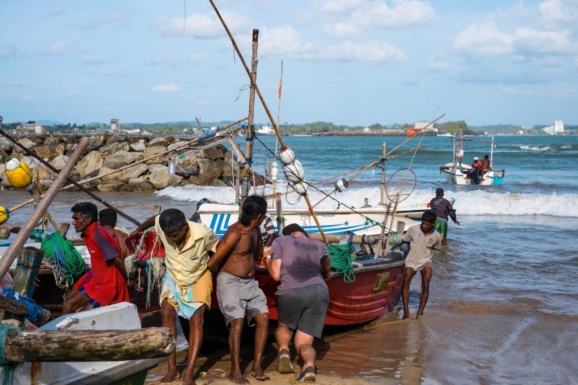 Pushing the boat out in Galle