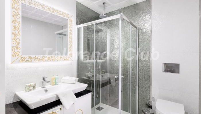 the bathroom of the Melda Palace apartments