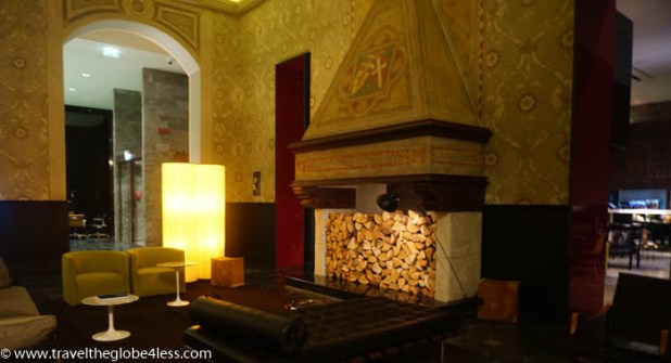 Grand Hotel Billia entrance fireplace