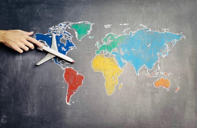 Mappa del mondo con aereo