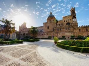 la cattedrale di Palermo da via Vittorio Emanuele