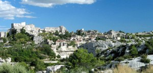 Les-Beaux-de-Provence traveltherapists provenza vista fonte wikipedia