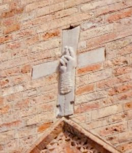 mano che benedice santo stefano bologna traveltherapists