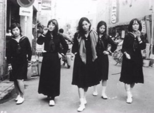 traveltherapists divisa giappones sukeban gang56
