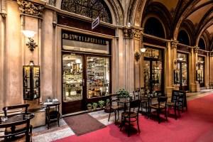 esterno vienna traveltherapists cultura del caffè sachertorte austria